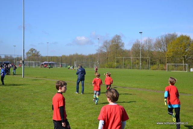 01 wedstrijden 2016-04-29 Schoolvoetbaltoernooi (19).JPG