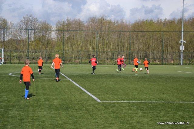 01 wedstrijden 2016-04-29 Schoolvoetbaltoernooi (23).JPG