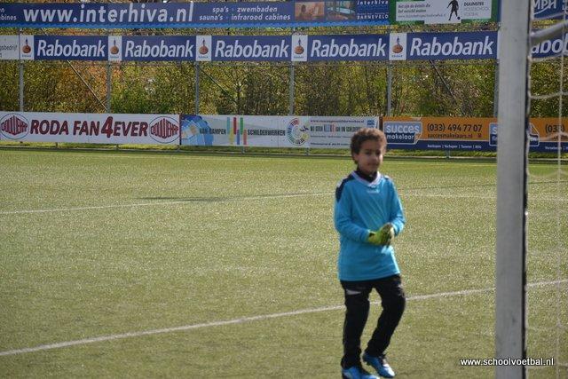 01 wedstrijden 2016-04-29 Schoolvoetbaltoernooi (36).JPG
