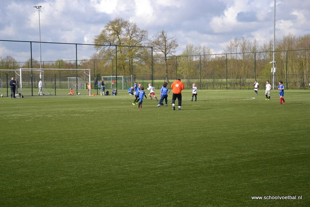 01 wedstrijden 2016-04-29 Schoolvoetbaltoernooi (38).JPG