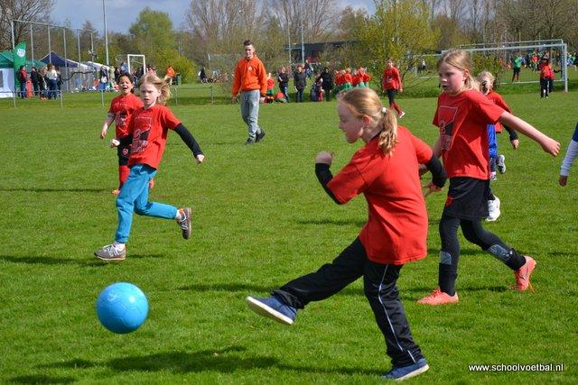 01 wedstrijden 2016-04-29 Schoolvoetbaltoernooi (43).JPG
