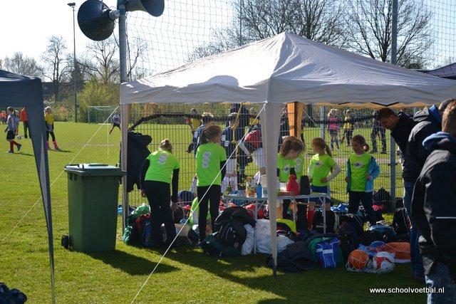 03 veld 5, schooltenten en activiteiten 2016-04-29 Schoolvoetbaltoernooi (23).JPG