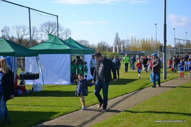 03 veld 5, schooltenten en activiteiten 2016-04-29 Schoolvoetbaltoernooi (24).JPG