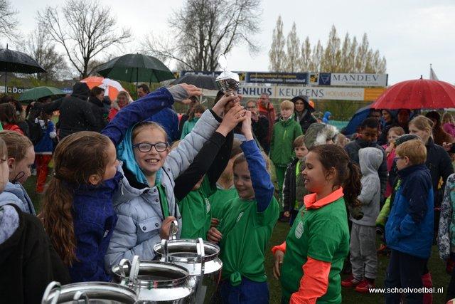 13 prijsuitreiking 2016-04-29 Schoolvoetbaltoernooi (171).JPG