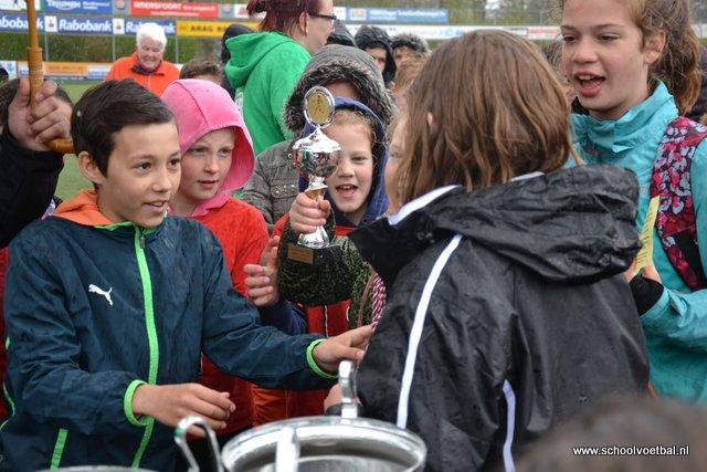13 prijsuitreiking 2016-04-29 Schoolvoetbaltoernooi (177).JPG