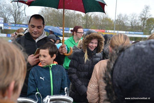 13 prijsuitreiking 2016-04-29 Schoolvoetbaltoernooi (180).JPG