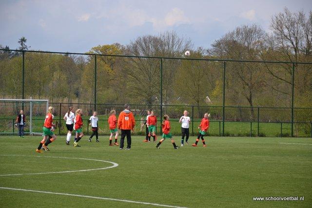 12 finale 2016-04-29 Schoolvoetbaltoernooi (130).JPG