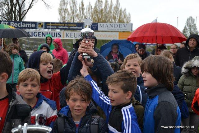 13 prijsuitreiking 2016-04-29 Schoolvoetbaltoernooi (159).JPG